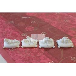 Anjo em cerâmica com almofada